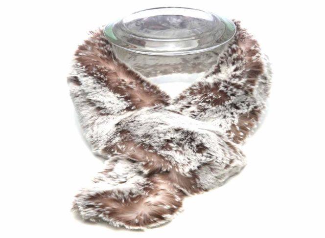 Modischer Schal aus Kunstpelz in der Farbe melange