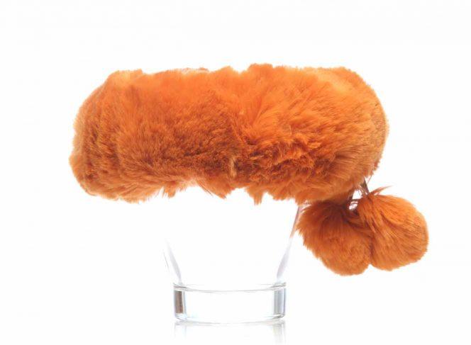 Modisches Stirnband aus Kunstpelz in der Farbe orange