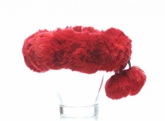 Modisches Stirnband aus Kunstpelz in der Farbe rot