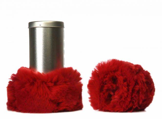 Modische Beinstulpe aus Kunstpelz in der Farbe Rot
