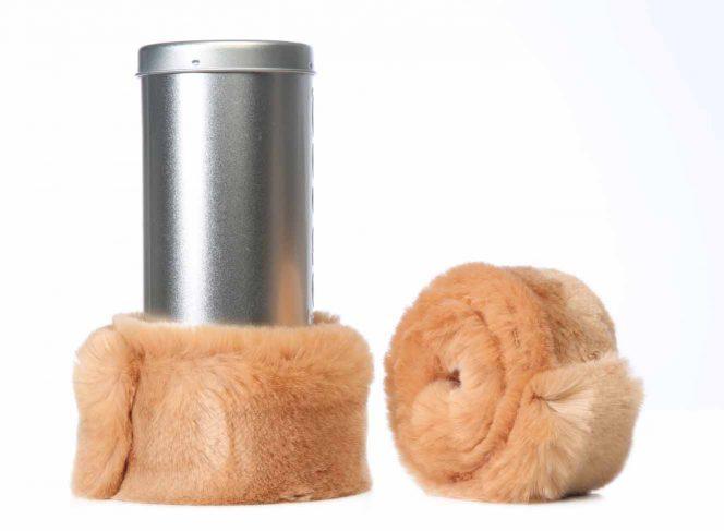 Modische Beinstulpe aus Kunstpelz in der Farbe Puder