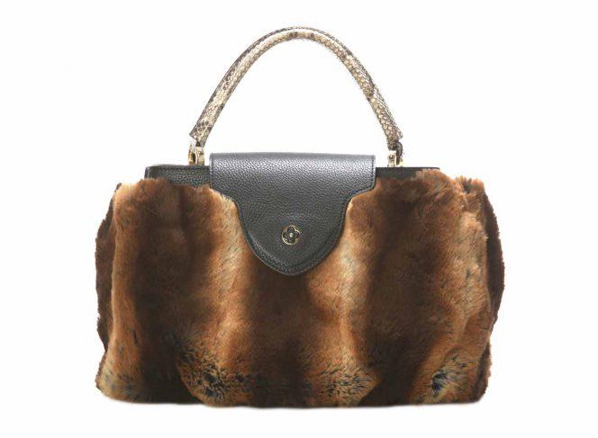 Modisches Handtaschen Cover aus Kunstpelz als Modell Zobel